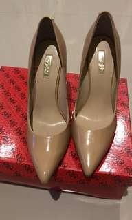 Sepatu Guess cream