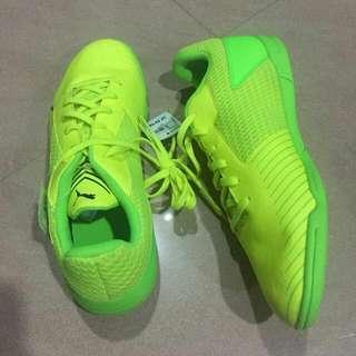 8bcf5cdfaee Puma Futsal Shoe