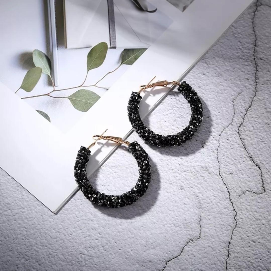 3-07 Beautiful earrings with black, dark blue and silver stones gold