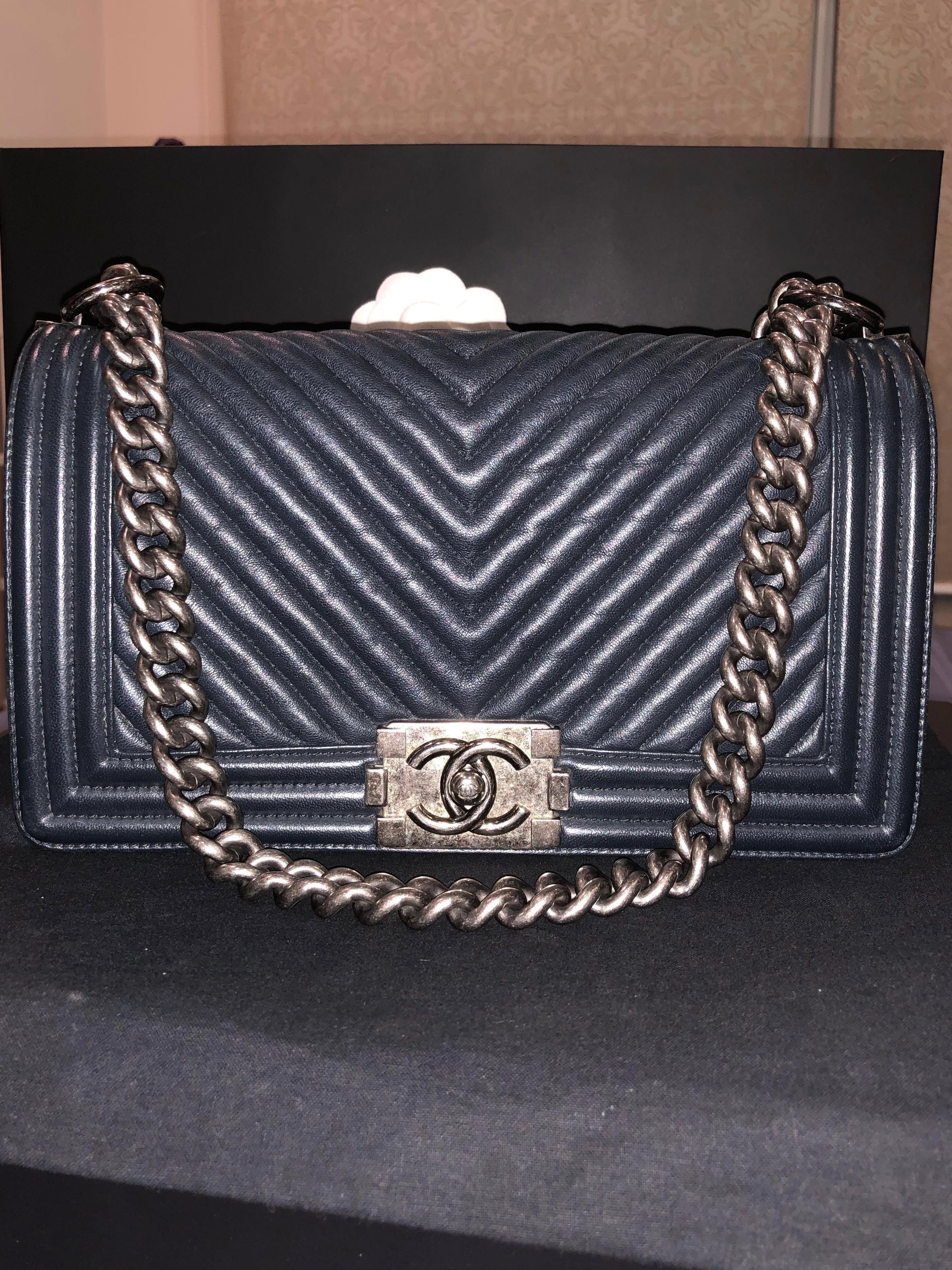 f9331dca0587a8 Chanel Boy, Luxury, Bags & Wallets, Handbags on Carousell