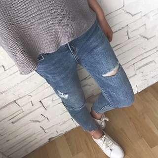 🚚 全新韓版破洞流行毛邊牛仔褲