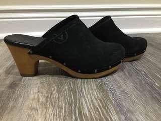AE Suede/Sherpa Clogs Size 6