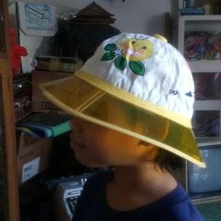 topi lama made in hong kong.Size S nos