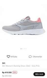 Sepatu abu pink gym atau lari