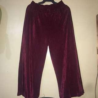 Maroon pleated cullotes square pants