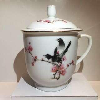 Elegant hand painted porcelain tea cup with gold rim cover 梅鵲介杯
