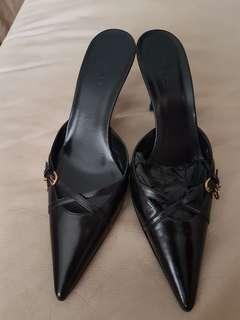 Gucci Black Leather Mules. NEW . Size 37.5