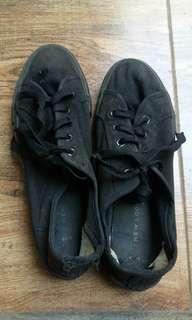 Sneakers Hitam New Look