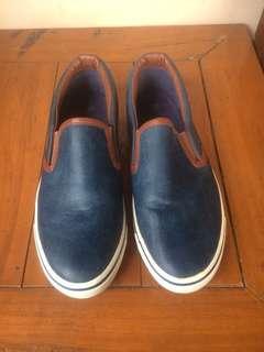 Sepatu uk 38