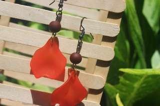 Anting gantung merah (Eileithyia