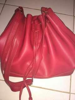 Tas serut merah
