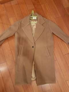 Ladies brown winter coat (90% new)