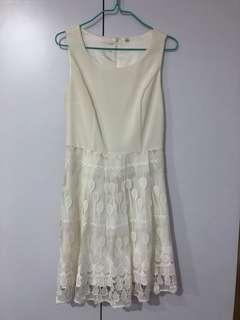BN-White lace dress