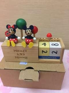 清貨 迪士尼 Disney log on 木製 全新 萬年曆