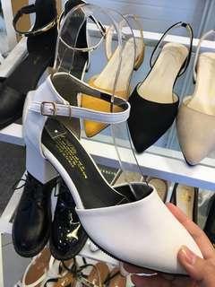 🚚 白 跟鞋
