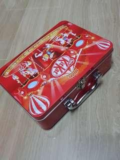 Kit Kat Clasp Container (With Free Markers)