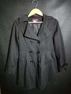 Coat hitam