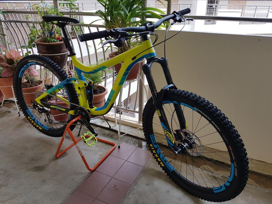 Giant Reign 2, Bicycles & PMDs, Bicycles, Mountain Bikes on