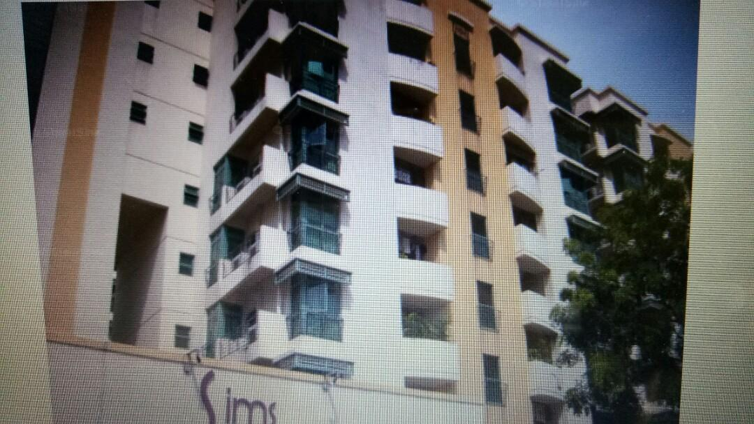 Sims Residence near Green line/Circline