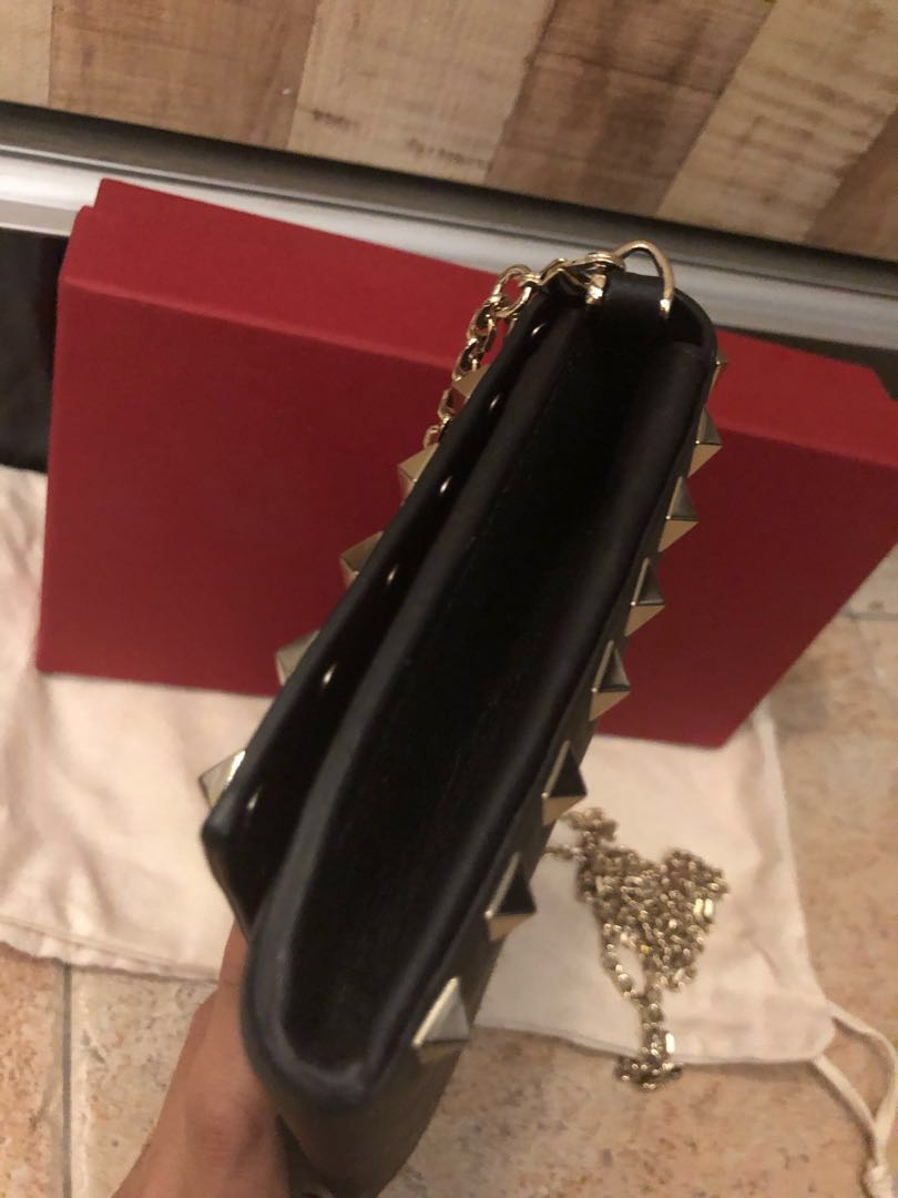 65175ec4ac4 Valentino Sling/clutch wallet on chain, Women's Fashion, Bags & Wallets,  Sling Bags on Carousell