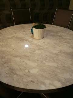 Meja makan Marble