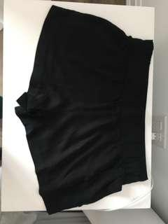 NEGOTIABLE Large black loose shorts