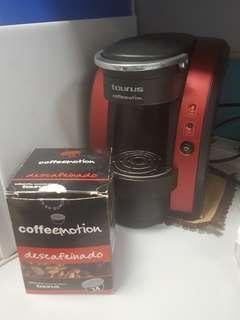 Coffee making machine with many capsule