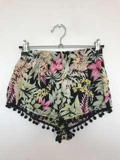 Summer shorts with Pom Pom Hem