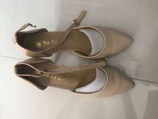 杏色 短爭 高根鞋 high heels