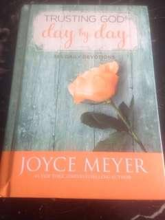 Trusting God day by day (365 Daily Devotions) by Joyce Meyer (hardcover)