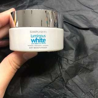 Simplysiti Luminous White Day Moisturiser