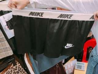 🚚 皮短褲
