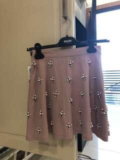 Skirt with embellished pearls