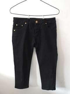 Celana Jeans hitam pendek