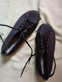 Sepatu Glanzton (hitam)