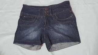 Herbench 3-buttoned shorts