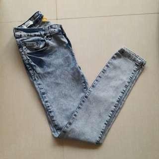 Folded & Hung Pants/ Jeans