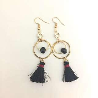 Anting panjang/ pesta hitam (long earrings)