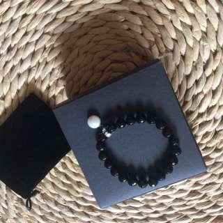 Elegant black beads and mother of pearl bracel