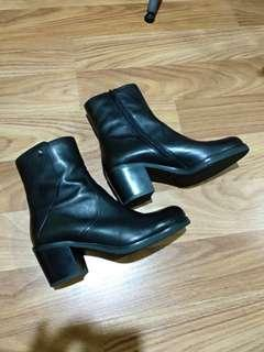 Staccato boots