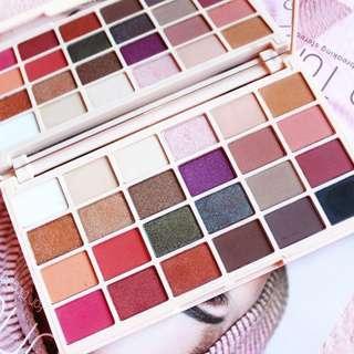 🚚 🔥INSTOCK🔥Makeup Revolution x Soph X Eyeshadow Palette