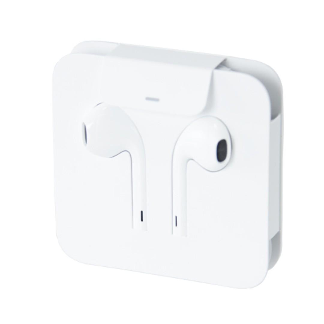 4b644bfea31 Brand New Apple EarPods (Lightning plug), Electronics, Audio on ...