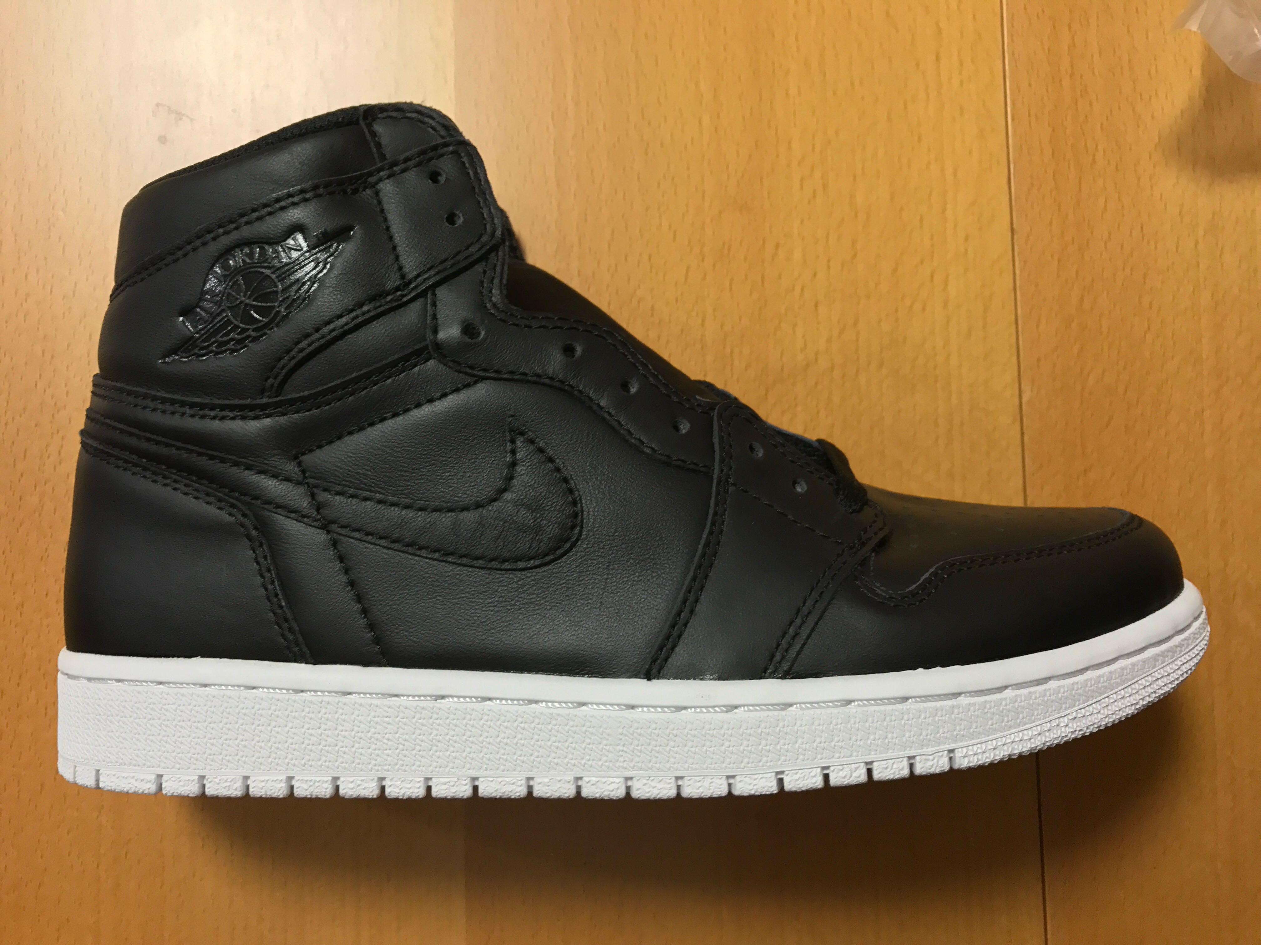 9e8aeaa3500 Nike Air Jordan 1 Retro High OG Cyber Monday, Men's Fashion, Men's Footwear  on Carousell
