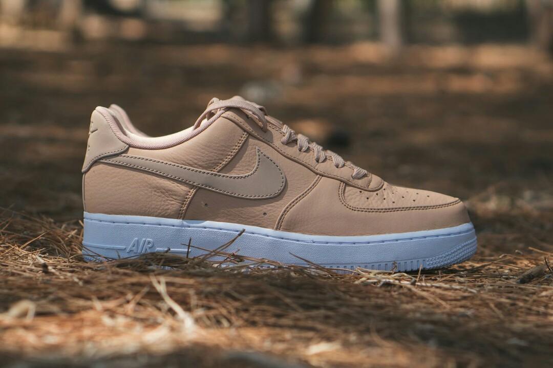 b463b5658b69 Nike Vachetta tan reflective air force 1 mid