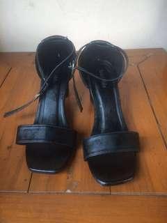 High heels hitam kondangan