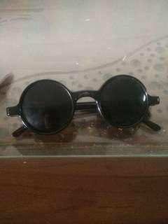 Kacamata john lennon