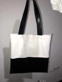 06c476ea927f Basic black and white tote bag
