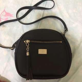 🚚 Small black Sling Bag