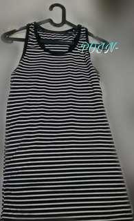 Baju kaos garis hitam putih