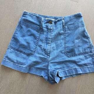 Aritzia Wilfred Free Shorts